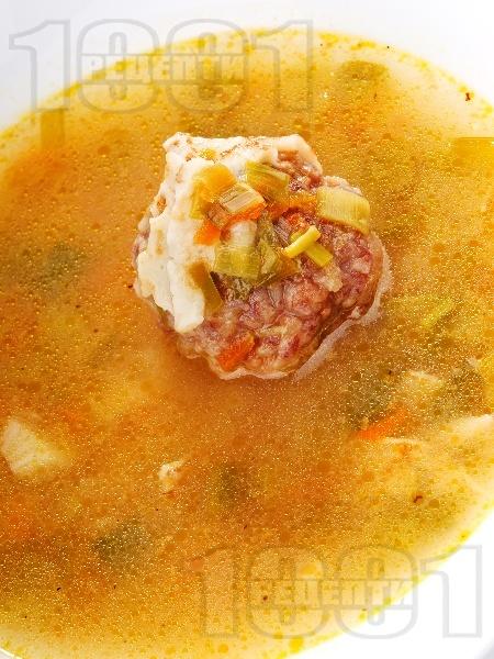 Супа с телешки топки и палачинка - снимка на рецептата